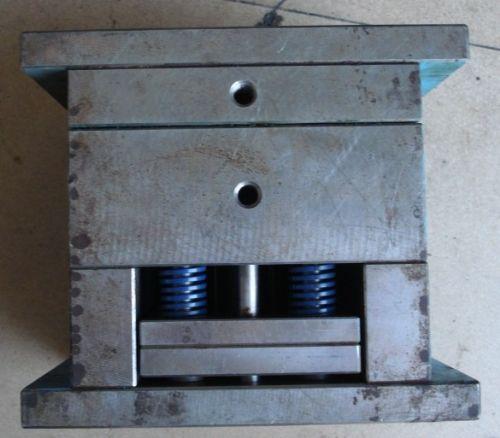 龙岗电子模具回收铍铜模具收购玩具模具回收