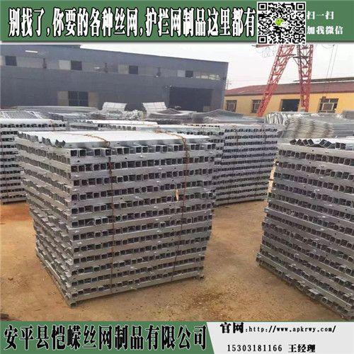 刺钢丝隔离栅 钢筋混凝土防护栅栏 电焊网隔离栅厂家