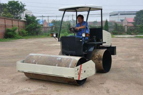 江苏2.5吨座驾式压路机价格,座驾式柴油振动碾厂家