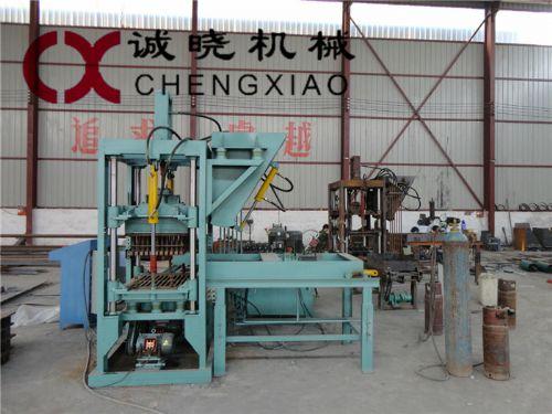 郑州诚晓机械路面砖砖机河北衡水想要更多的了解免烧砖机设备,