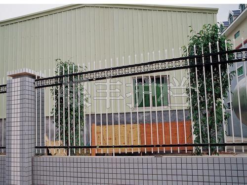 河南新乡别墅铁艺护栏、小区护栏、铁艺栏杆、锌钢护栏配件