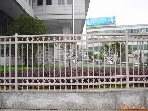 河南新乡金属栅栏 园林铁栅栏 锌钢护栏 绿化围栏