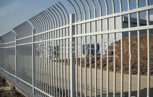 河南新乡新农村建设铁艺别墅栅栏、围墙护栏、家用围墙防护栏