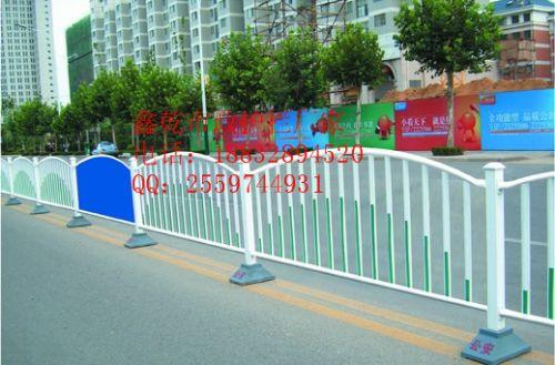 益阳道路护栏厂家采用先进的防盗螺栓配件固定安装