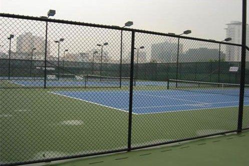 济南定制 体育场铁丝网球场围栏足球场勾花网隔离网小区防护网 网球
