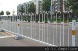 倒U型交通京式护栏,铁艺隔离栅,球场围栏价格