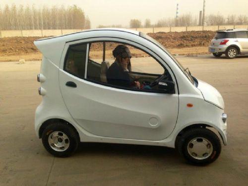 都市精灵老年代步车四轮全封闭电动轿车四轮电动车电动汽车全球最小