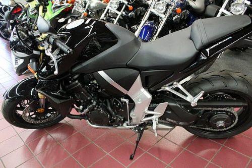 本田大黄蜂1000摩托车