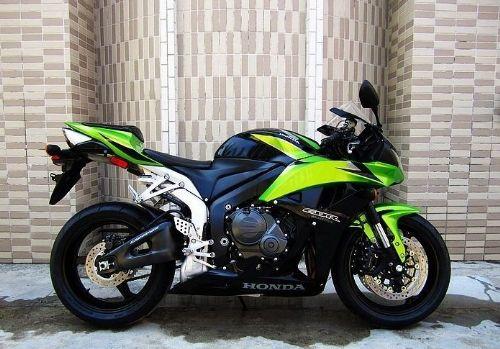 本田CBR600RR 摩托车