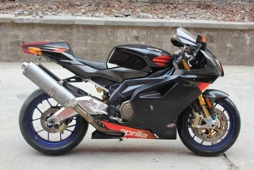 阿普利亚RSV1000摩托车