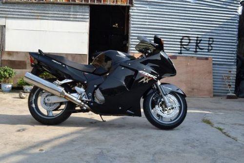 本田超级黑鸟CBR1100XX摩托车