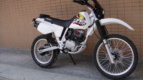 本田XLR125摩托车