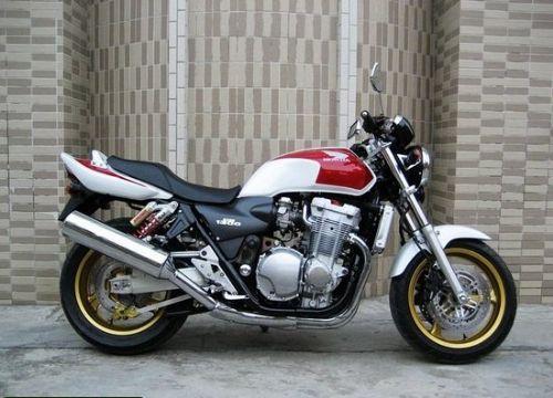 本田cb1300摩托车