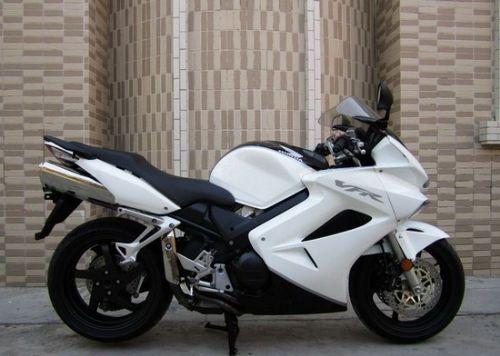 本田VFR800摩托车