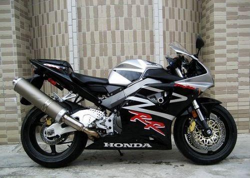 本田CBR954RR摩托车