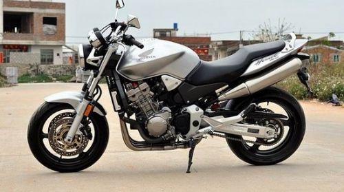 本田CB900摩托车