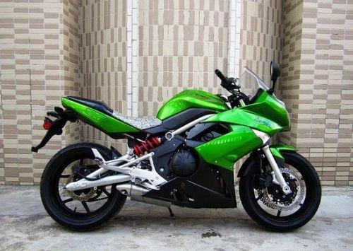 川崎er-6f摩托车
