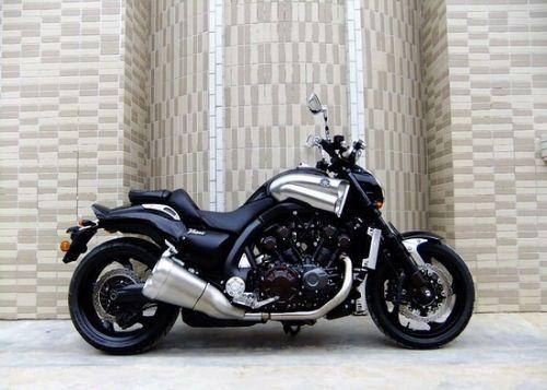 雅马哈大魔鬼1700摩托车