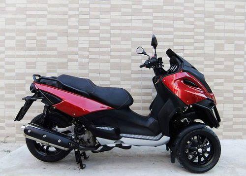 比亚乔MP3-500三轮车