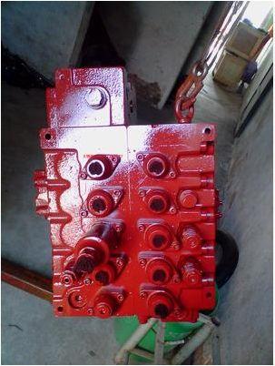 现代225lc-7挖掘机主控制阀