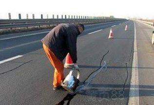 滨州邹平修补裂缝的路面灌缝胶一延米多少钱