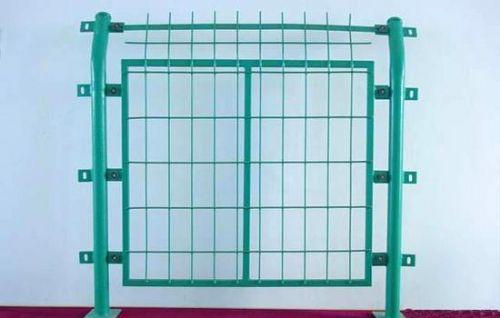 框架护栏网大量供应