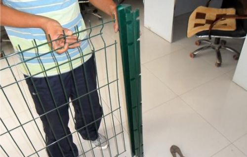 桃形立柱护栏网大量供应