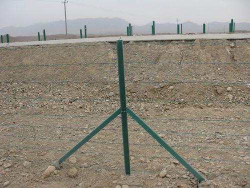 公路刺铁丝隔离栅全国供应