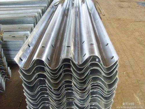厂家现货 道路防撞隔离栏护栏板 高速护栏板 镀锌二波形护栏板