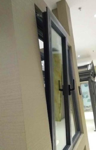 坚朗内开内倒窗配件安装步骤图
