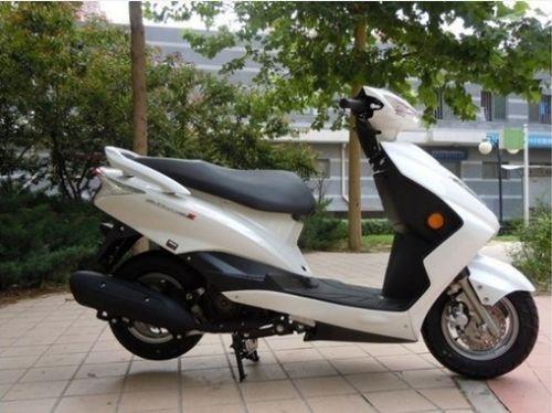 供应迅鹰125摩托车雅马哈踏板车多少钱
