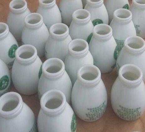 高档白瓷鲜奶瓶
